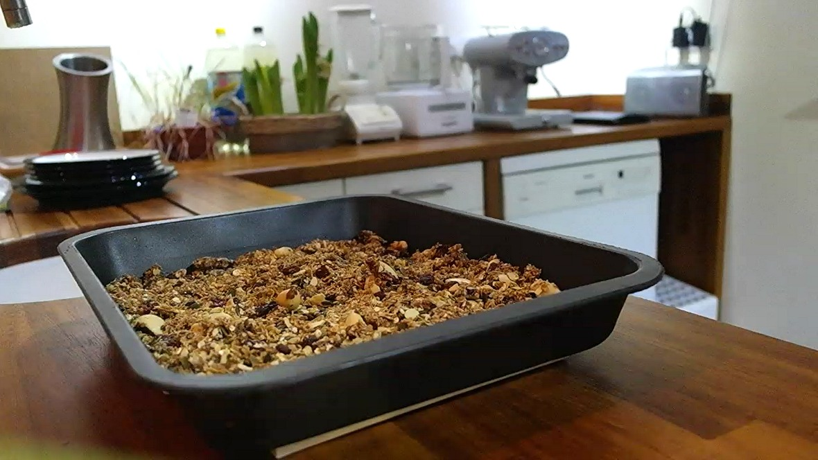 Granola cooling down